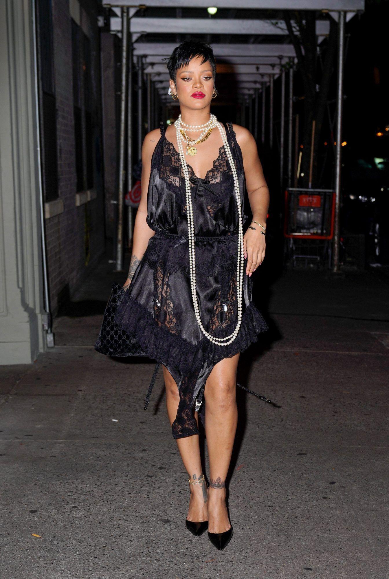 Gaya Mewah Rihanna, Sang Penyanyi Perempuan Terkaya di Dunia