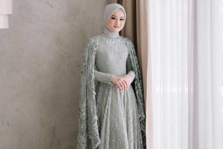 Inspirasi Kebaya Lamaran untuk Perempuan Hijab