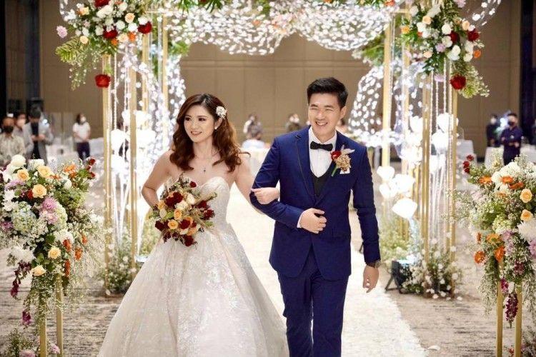 Menikah Setelah Bertemu di Tinder, Pasangan Ini Berbagi Tips Kencan