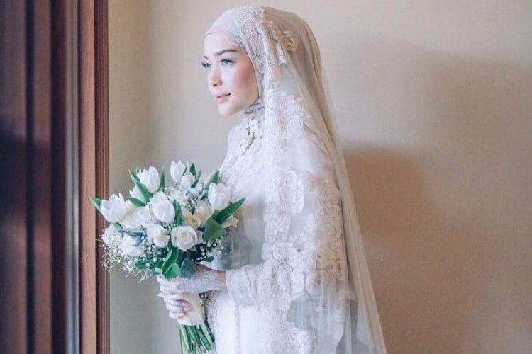 Inspirasi Baju Akad Nikah yang Simpel dan Elegan