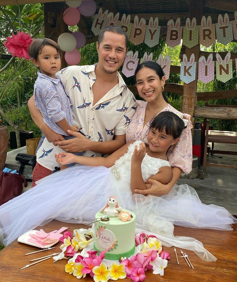 Dinikahi Bangsawan Bali, Intip 10 Potret Harmonis Happy Salma & Suami