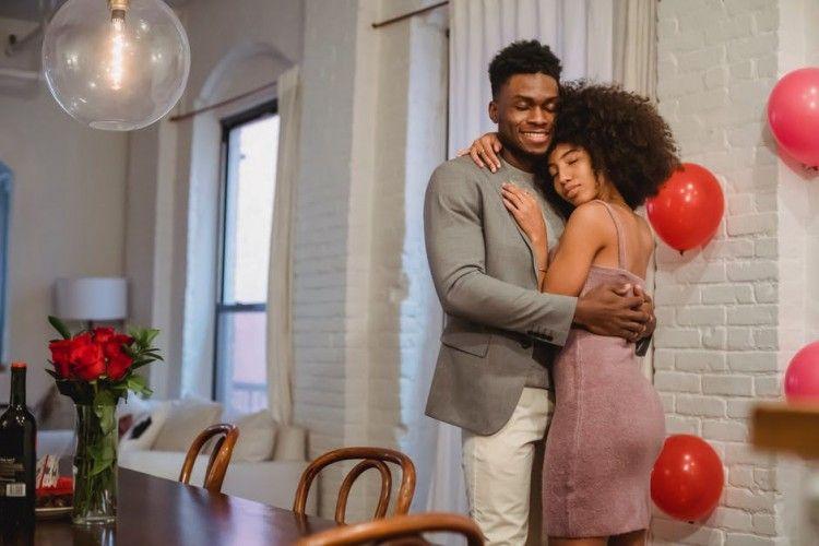 8 Ciri-ciri Suami yang Takut Kehilangan Istrinya