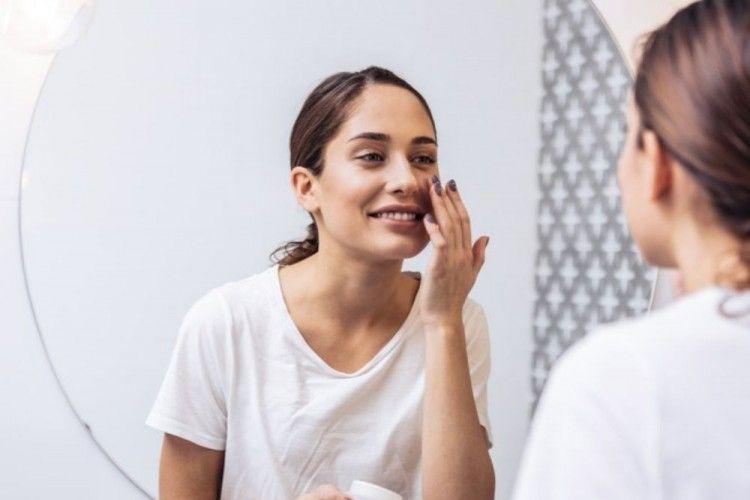 Punya Kulit Sensitif? Ini Produk Skincare yang Wajib Kamu Hindari