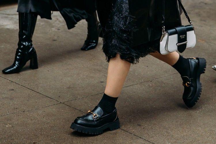 Rekomendasi Jenis Sepatu yang Modis dan Nyaman Dipakai ke Kantor