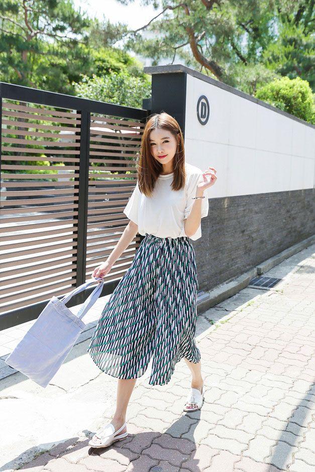 OOTD Simpel a La Korean Style yang Cocok untuk Cuaca Panas