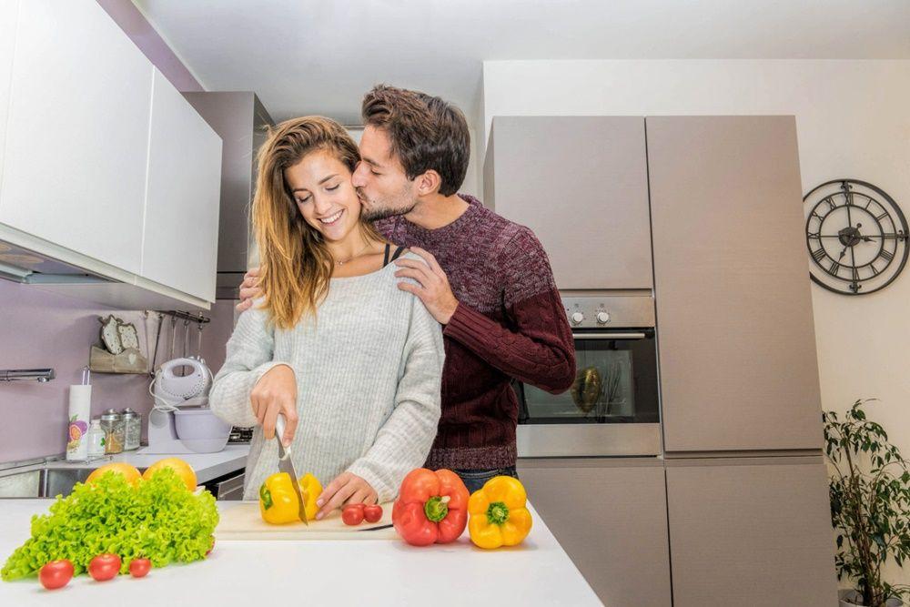 7 Aktivitas Foreplay yang Cocok Ciptakan Keintiman Suami-Istri