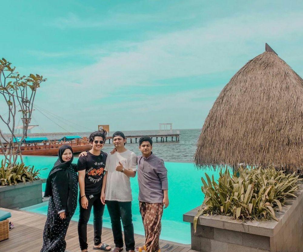 Kompak Banget! 9 Potret Akrab Syakir dan Zikri Daulay Bersaudara