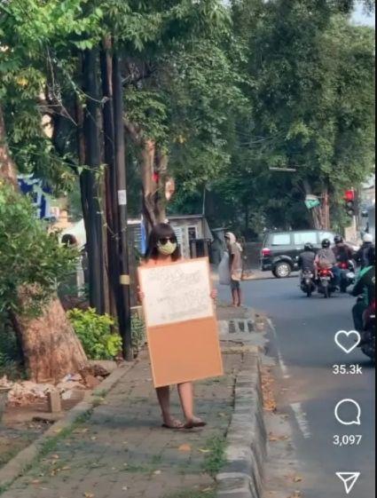 Selain Dinar Candy, Sosok Ini Pernah Telanjang Sebagai Aksi Protes