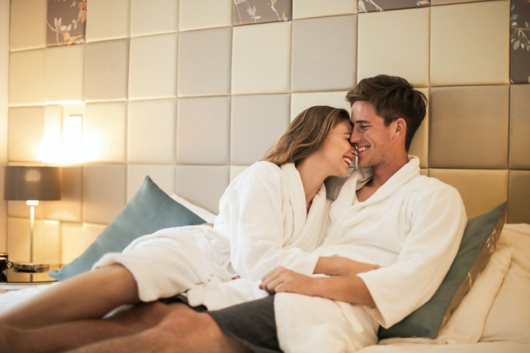 Panas dan Romantis! Simak 5 Tips Melakukan Posisi Seks Tatap Muka