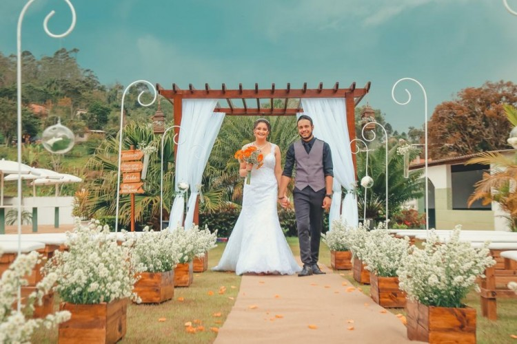 12 Inspirasi Dekorasi Pernikahan Unik, Mudah Ditiru!