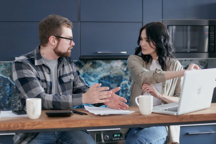 Ini 5 Cara Mengendalikan Emosi Saat Konflik dengan Pasangan