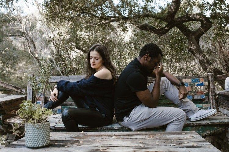 6 Tanda Dia Sudah Menyerah dengan Hubungan Kalian