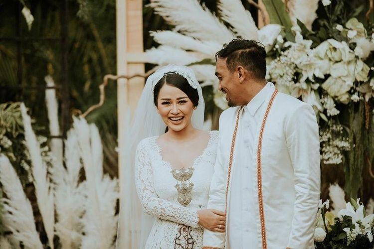 Tinggal Kenangan, 9 Potret Lawas Pernikahan Artis yang Dipisahkan Maut