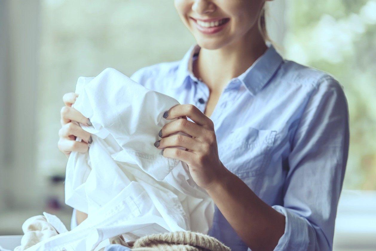 Tips Mencuci Pakaian Perempuan Sesuai Jenisnya