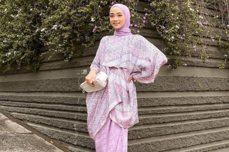 Inspirasi OOTD ke Pesta dengan Setelan Batik untuk Hijabers
