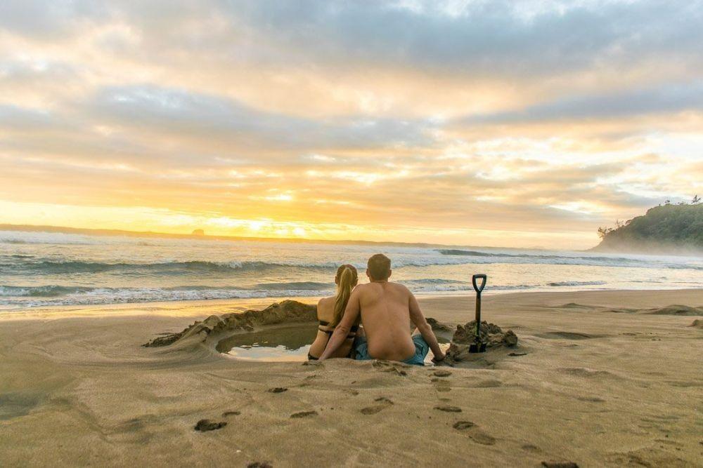 10 Wisata Pantai Paling Aneh di Dunia, Ada yang Berpasir Hijau
