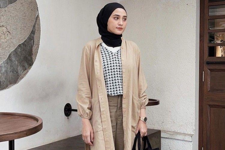 Inspirasi OOTD Hijab dengan Long Outer yang Modis