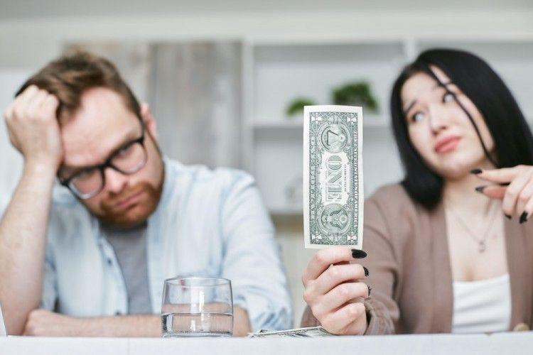 6 Cara Mengatasi Stres Finansial dalam Hubungan