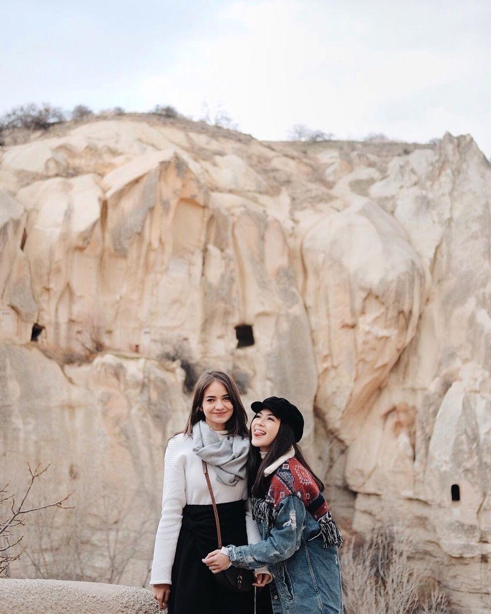 Gemas Maksimal! 10 Potret Persahabatan Enzy Storia dan Jessica Mila