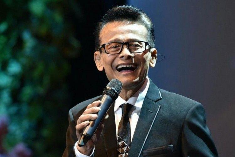 Kisah Koes Hendratmo, Penyanyi Senior dan Presenter Ternama