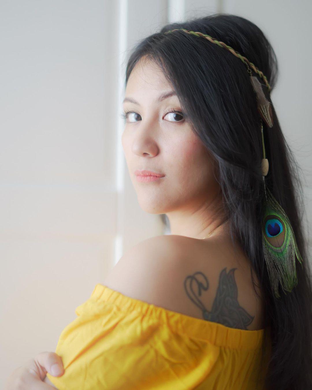 10 Potret Artis yang Makin Seksi Dengan Tato di Punggung