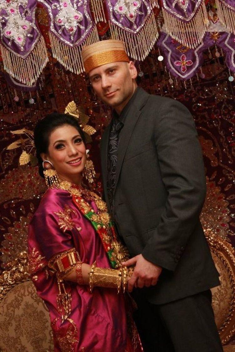 9 Potret Lawas Pernikahan Penyanyi Dangdut, Kental Nuansa Adat!