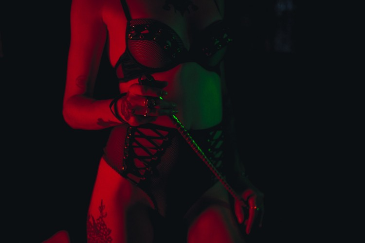 Kenali Apa Itu Kinky Sex, Aktivitas Seksual dengan Bumbu Kekerasan