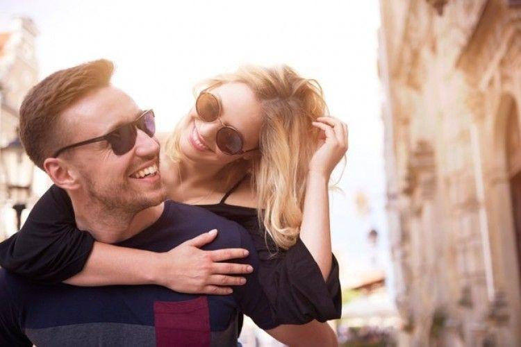 6Kemungkinan Alasan Pasangan Suami-Istri Bisa Terlihat Mirip