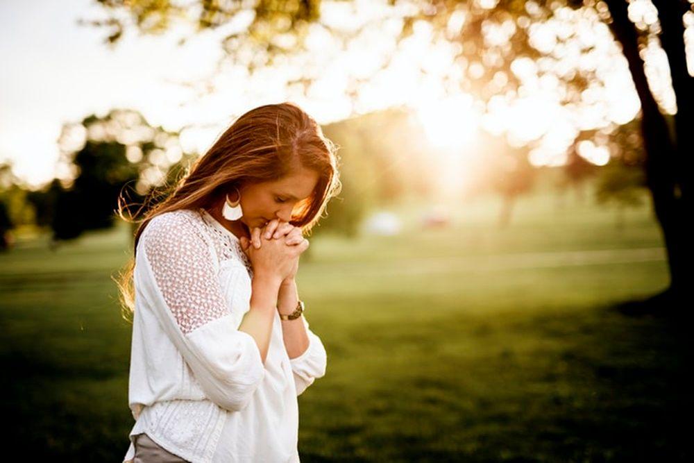 40 Ayat Alkitab tentang Patah Hati Ini, Bikin Lebih Cepat Move On!