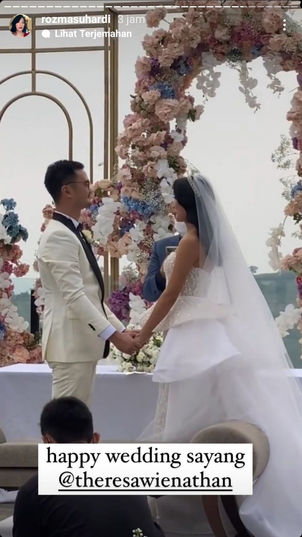 Mewah! 10 Momen Pernikahan Theresa Wienathan Asisten Nia Ramadhani