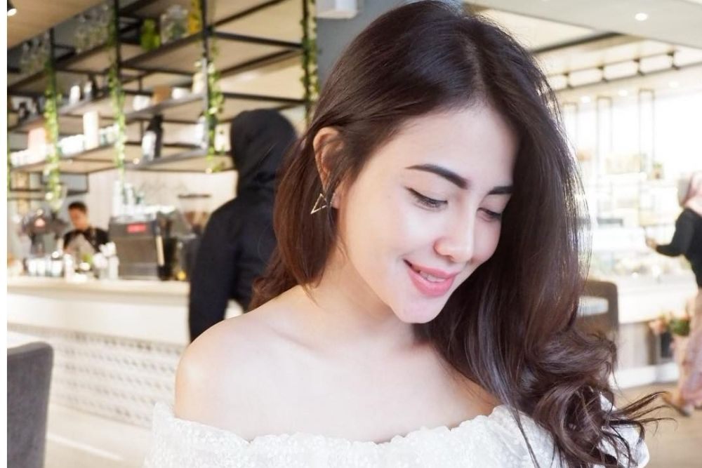 7 Pesona Hana Kartika, Istri Mantan Suami Ayu Ting Ting