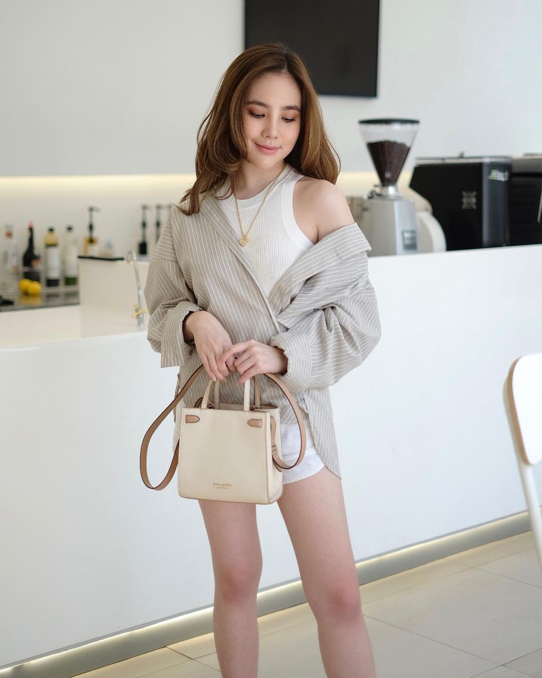 Mix and Match Outfit Warna Putih a la Agatha Chelsea
