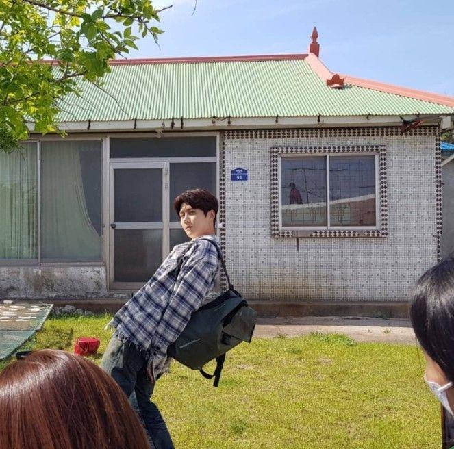 Penuh Canda, Ini 10 Potret BTS 'Hometown Cha-Cha-Cha' yang Bikin Gemas