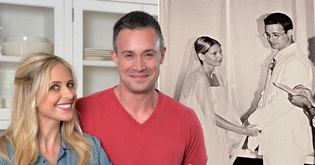 10 Pasangan Artis Hollywood yang Menikahi Temannya Sendiri