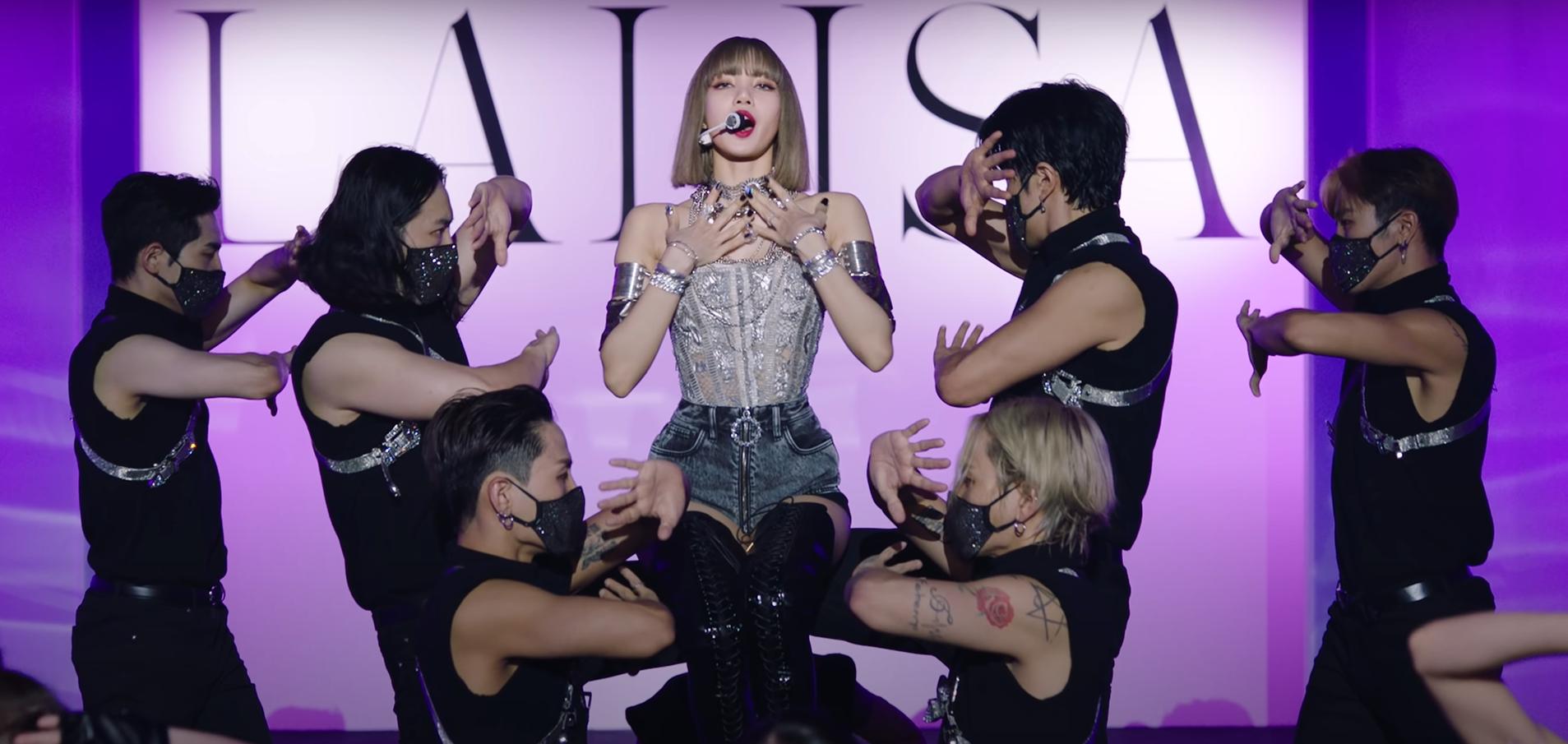 Intip Gaya Kece Lisa BLACKPINK saat Promosi Solo Debut 'Lalisa'