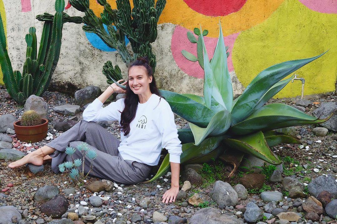 Pesona Nadine Chandrawinata, Istri Dimas Anggara yang Tengah Hamil