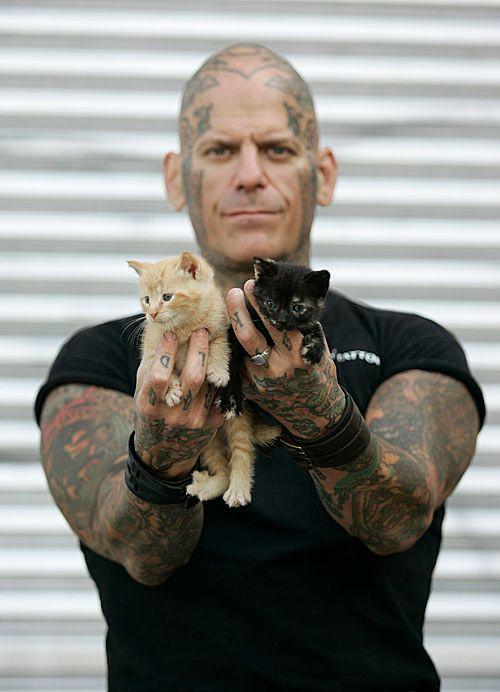 Pria Pelihara Kucing, Tidak Macho? 11 Foto ini Membuktikan Sebaliknya