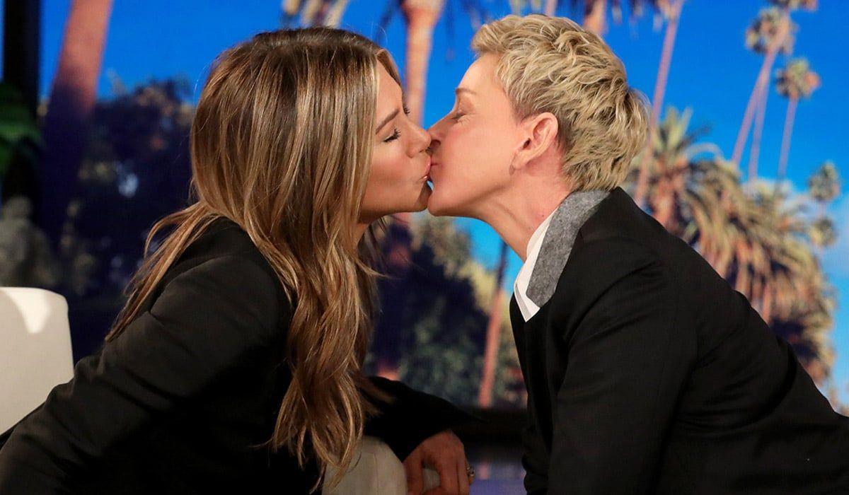 Jennifer Aniston & Ellen Ciuman di Episode Terakhir 'The Ellen Show'