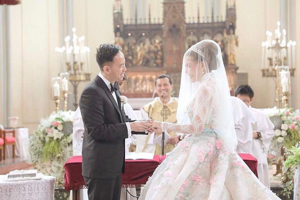 Sakral, 5 Artis Ini Gelar Pemberkatan Nikah di Gereja Katedral Jakarta