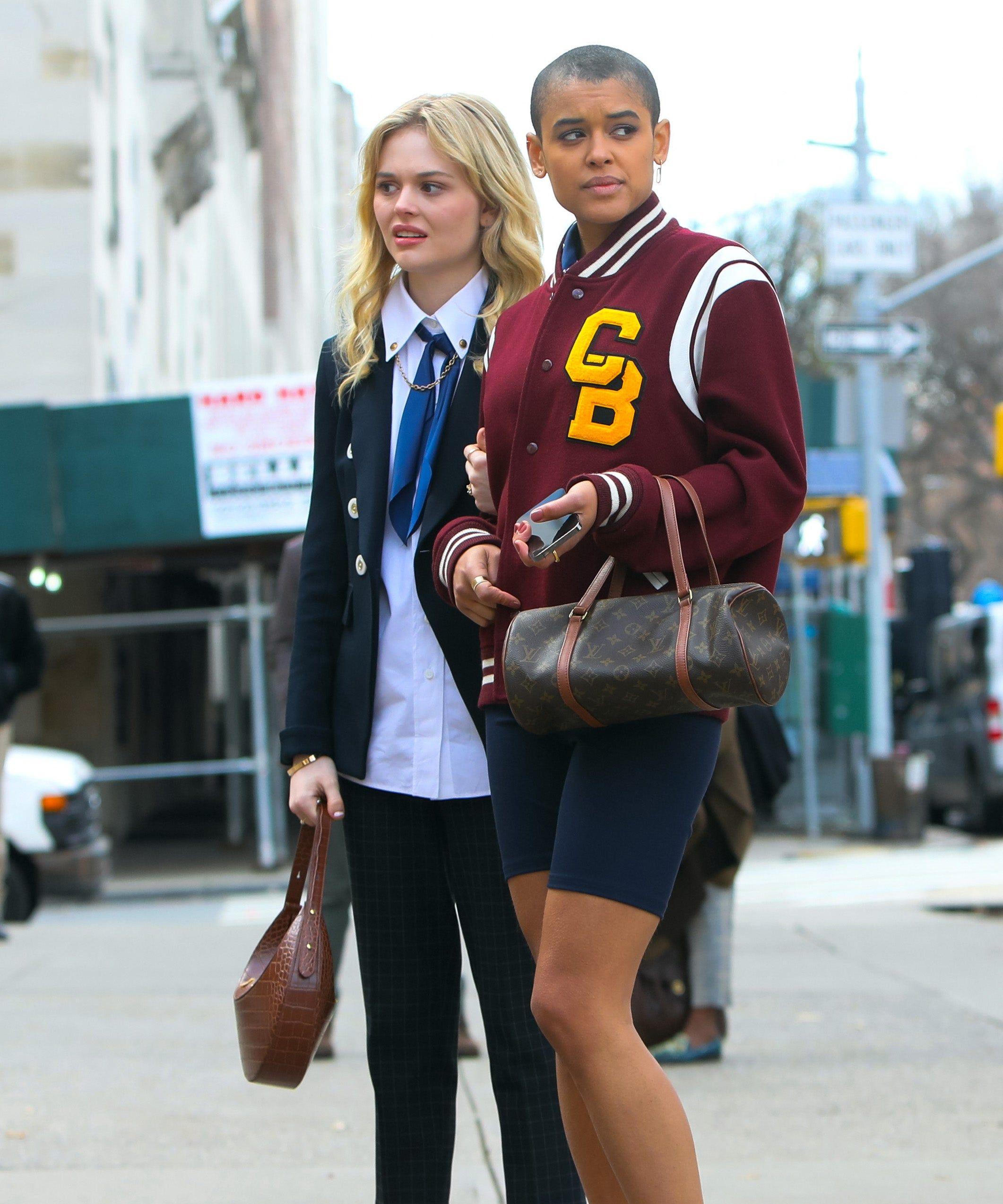 Gaya Para Seleb Luar Negeri Pakai Varsity Jacket, Seperti Atlet!