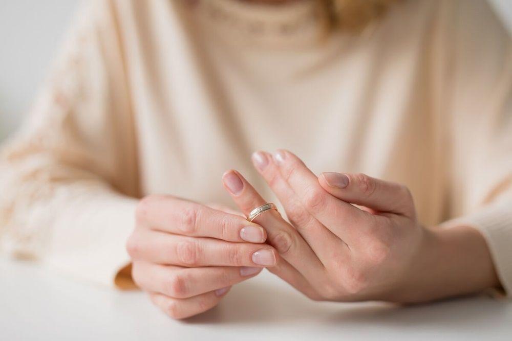 35 Ayat Alkitab yang Membahas tentang Perceraian