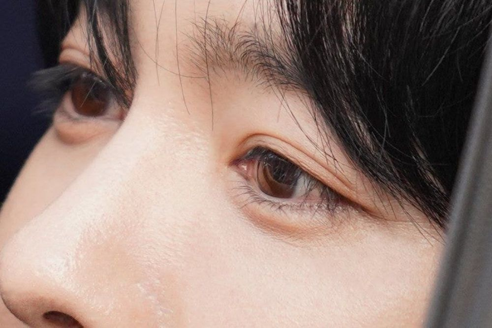 Bikin Iri, Ini 7 Idol Cowok yang Punya Bulu Mata Terindah