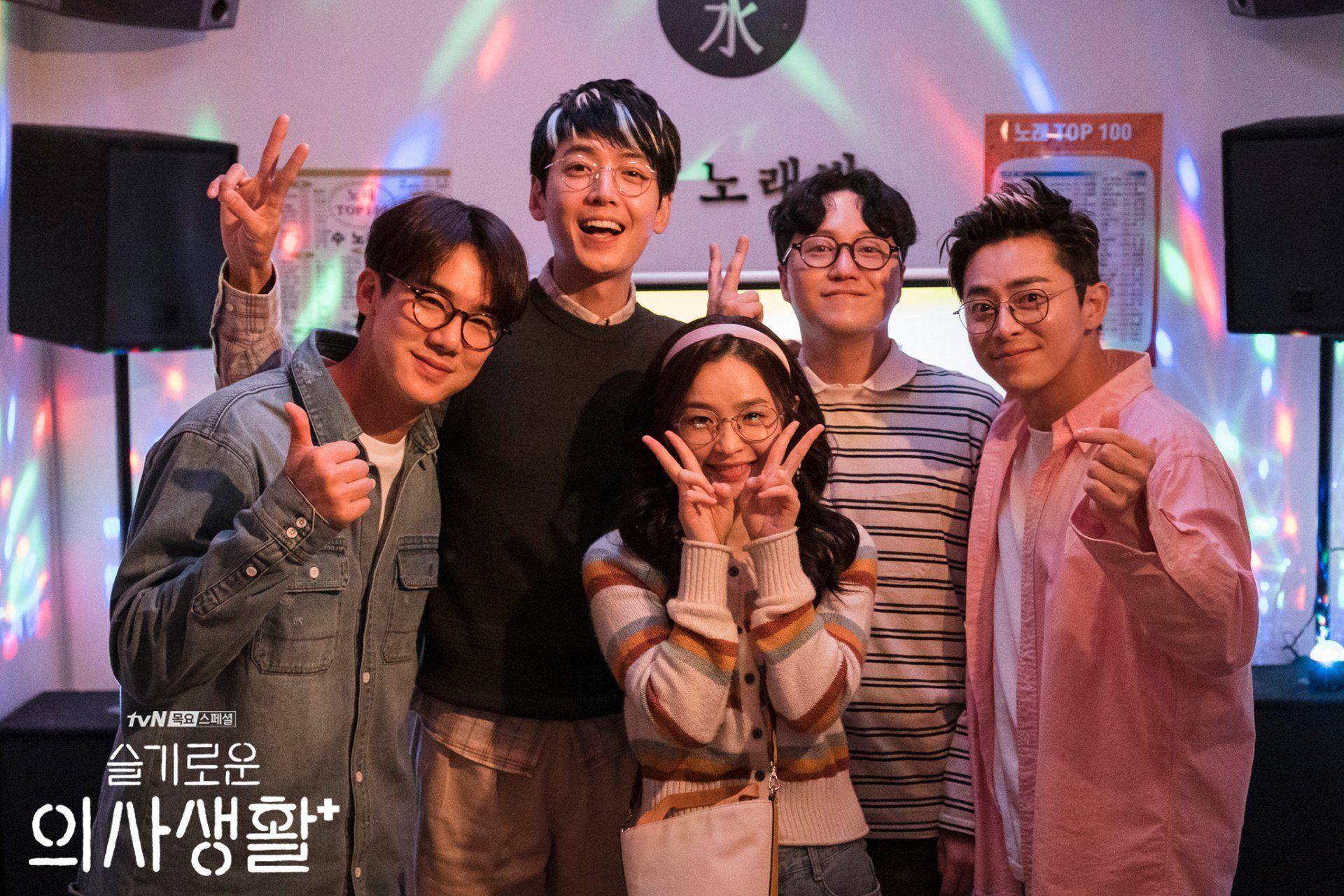 Mengenang Gaya Kompak 5 Dokter Kece di Drama Korea Hospital Playlist