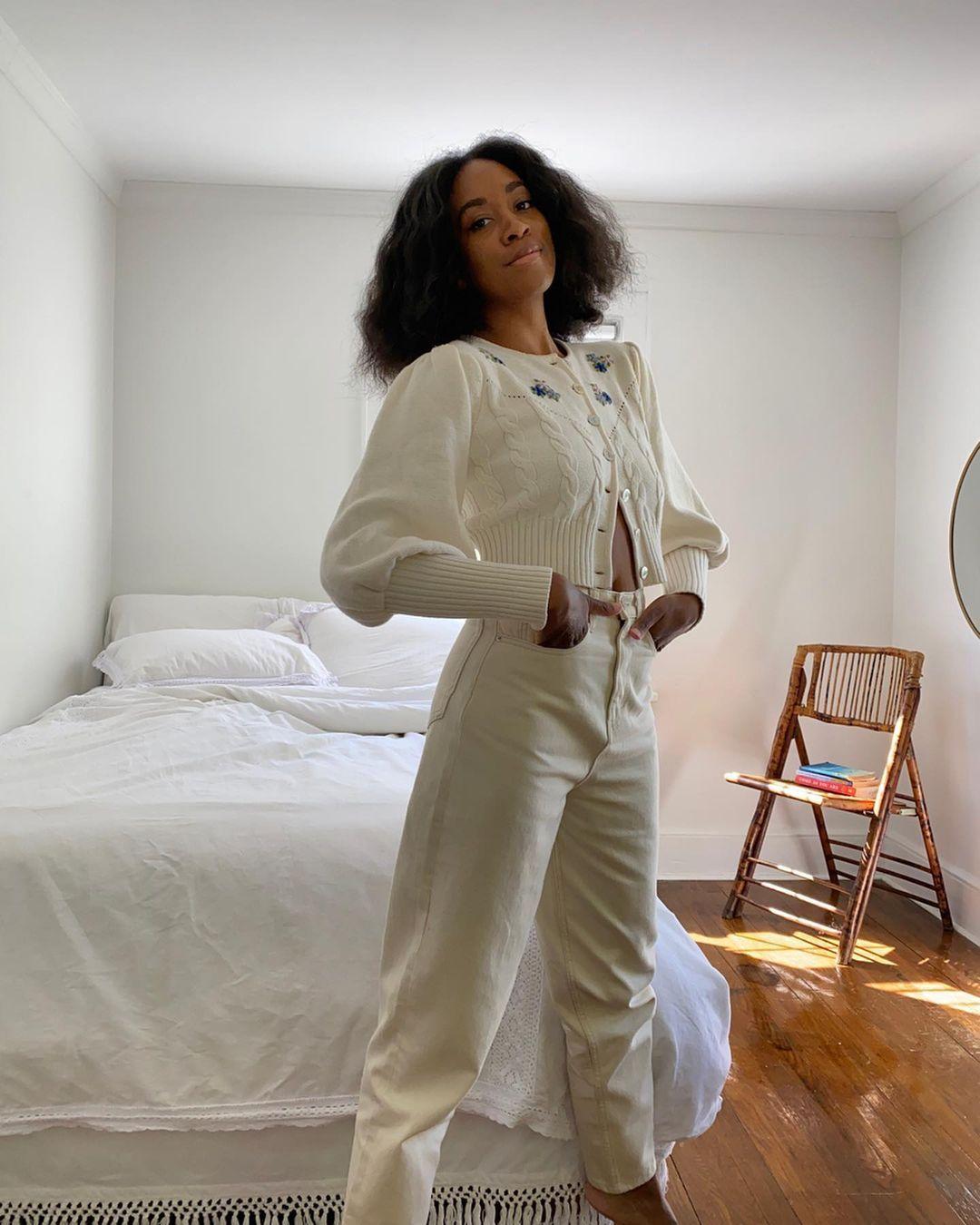 Ide Outfit Work From Home yang Nyaman Dipakai di Rumah