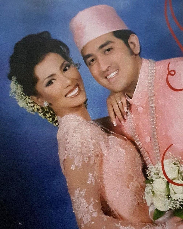 15 Potret Lawas Artis yang Menikah di Awal 2000-an, Langgeng Banget!