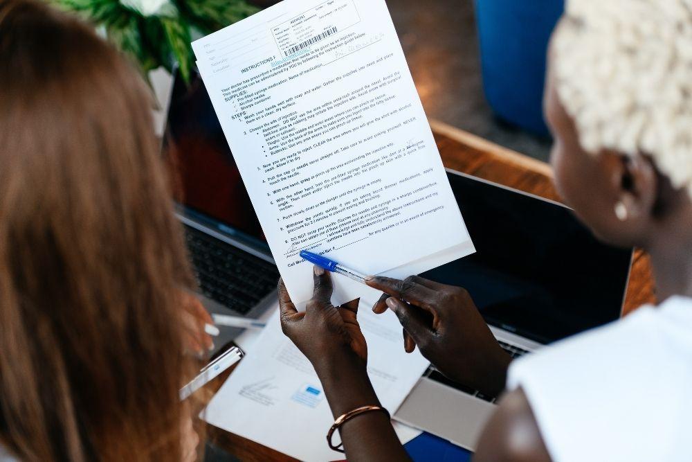 Ragam Contoh Kontrak Kerja yang Sesuai Hukum, Beserta Poin Pentingnya