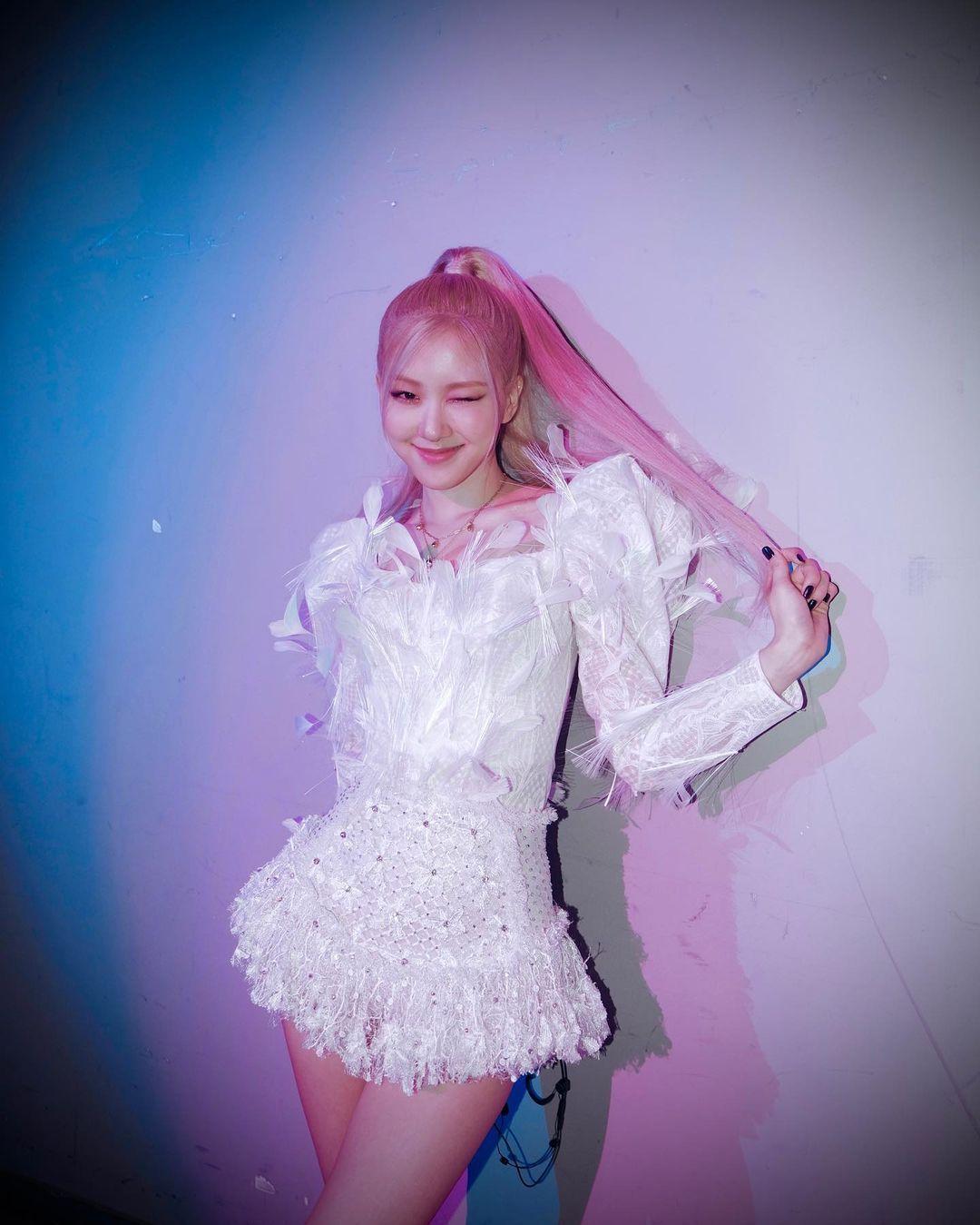 Tak Hanya di Met Gala, Rosé 'Blackpink' Hobi Pakai Mini Dress Lho!