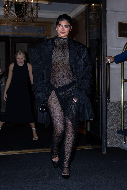 Terlalu Tipis, Kylie Jenner Hampir Perlihatkan 'Itunya' di Depan Umum