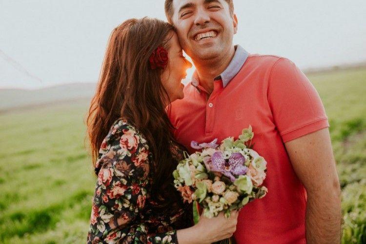 7 Cara Bikin Suami Jatuh Cinta Lagi pada Istri, Kayak Pengantin Baru!