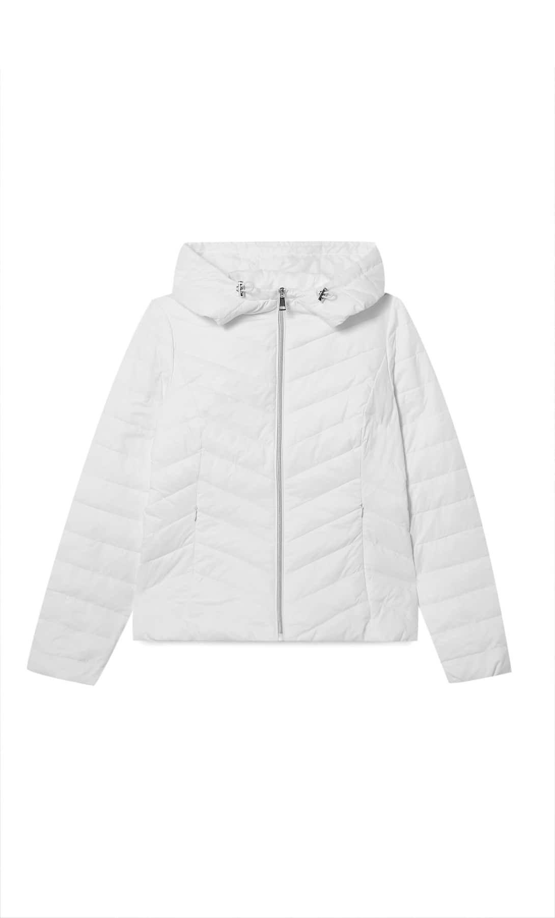 #PopbelaOOTD: Rekomendasi Jaket Perempuan di Bawah 500 Ribu